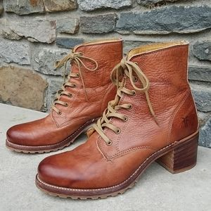 Frye Sabrina 6G Lace Up Leather Boots